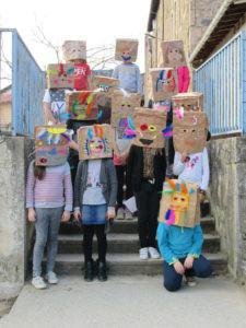 cm2-carnaval-confection-des-masques-225x300