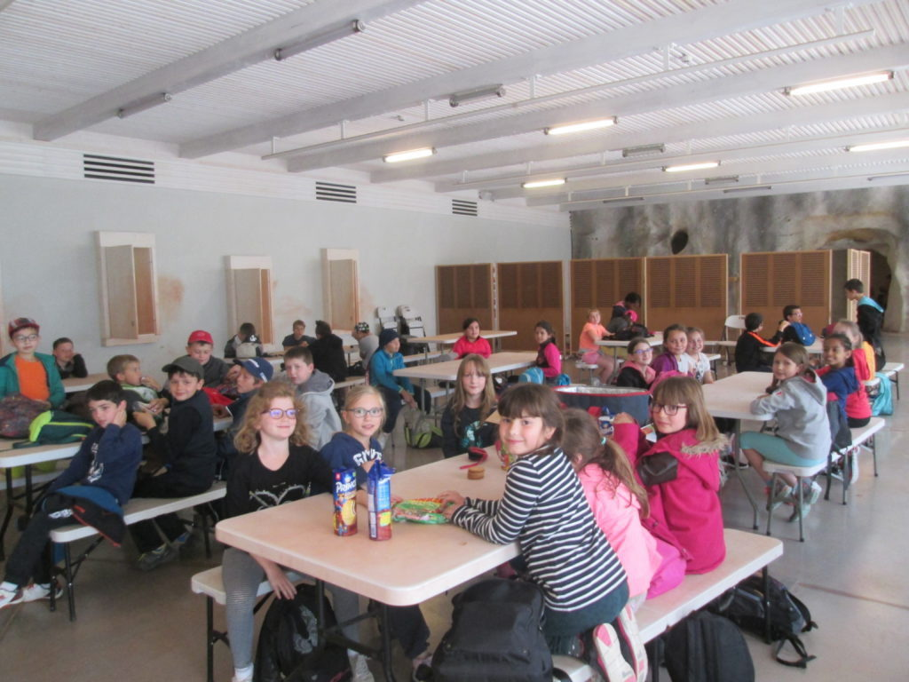 réfectoire-voyage-scolaire-1024x768